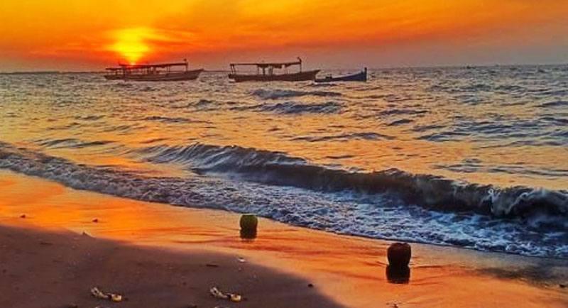 Sunset Di Pantai Tanjung Pasir