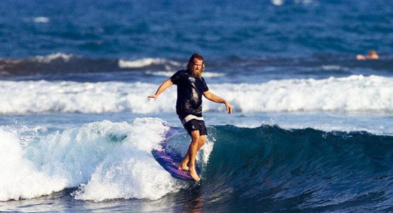 Surfing Di Pantai Palatar Agung