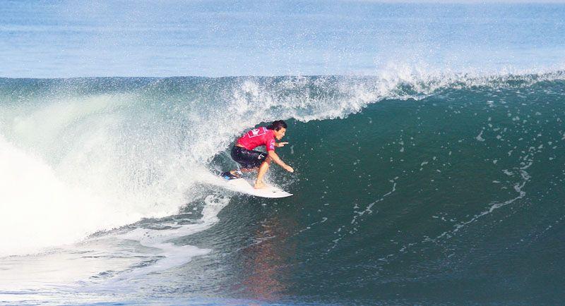 Surfing Di Pantai Pelabuhan Ratu
