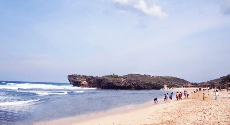 Wisata Bahari Pantai Krakal
