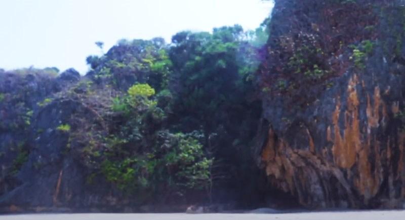 Wisata Pantai Goa Langir