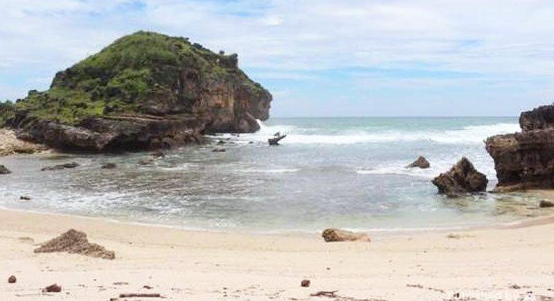 Wisata Pantai Seruni Pacitan