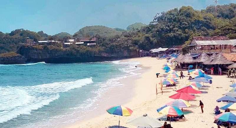 Wisata Pantai Soge Pacitam