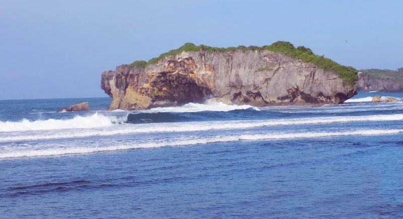 Wisata Pantai Sundak