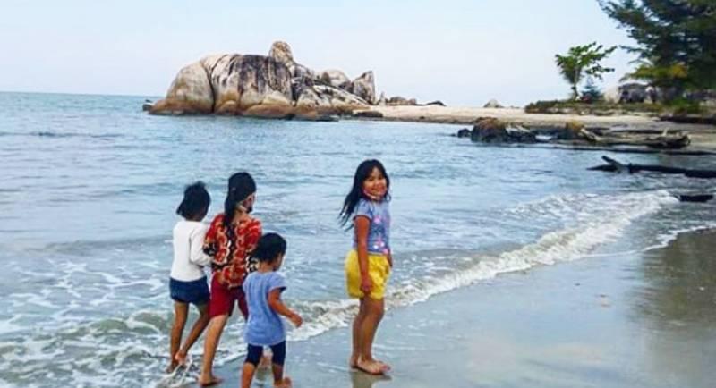 Keindahan Pantai Rambak