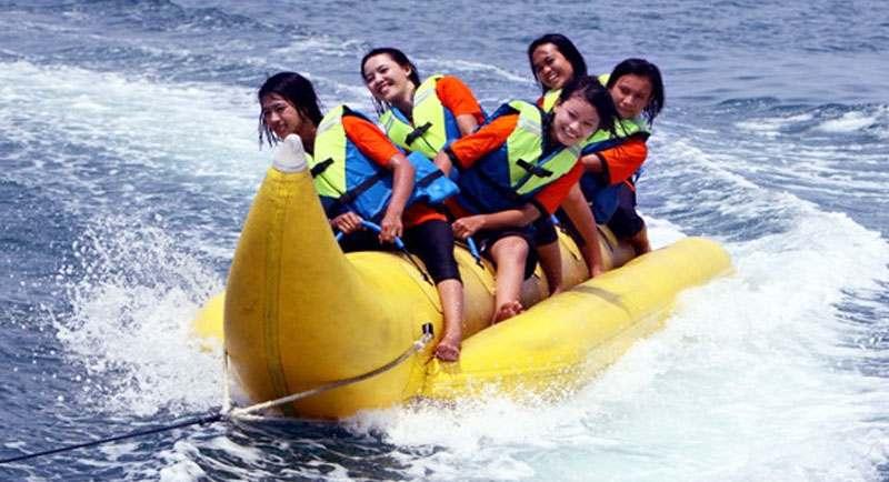 Naik Banana Boat Di Pantai Batu Karas