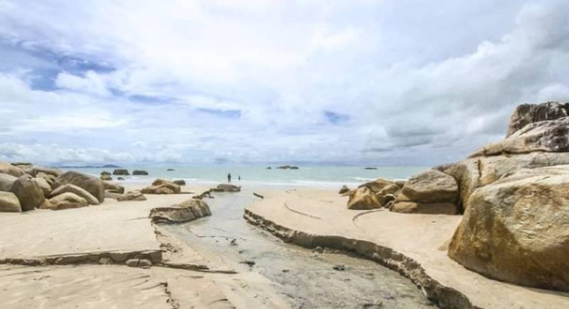 Pantai Turun Aban Belitung