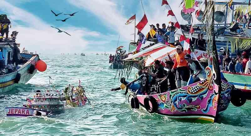 Acara Sedekah Laut Pantai Barakuda Karimunjawa