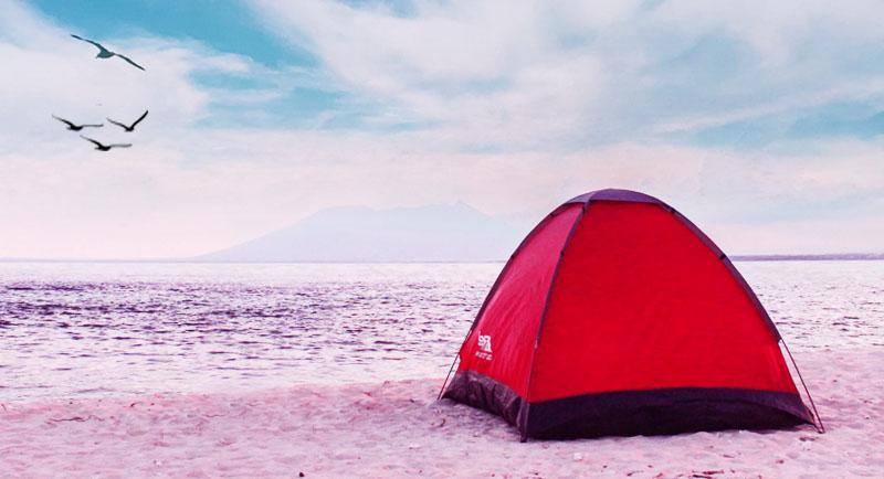 Kemah Di Pantai Sanggar