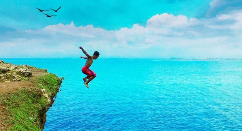 Lompat Tebing Di Pantai Atuh