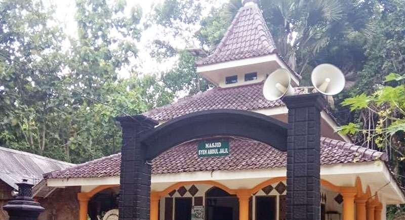 Makam Syaikh Abdul Jalil Pantai Balekambang