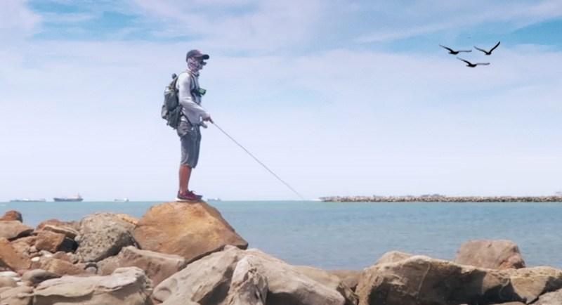 Mancing Di Pantai Losari