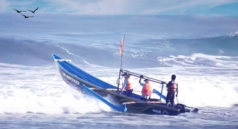 Nelayan Di Pantai Genjik