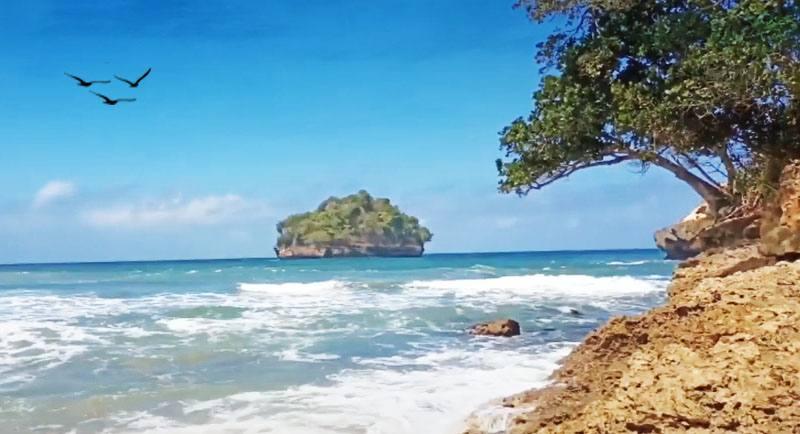 Obyek Wisata Pantai Sioro