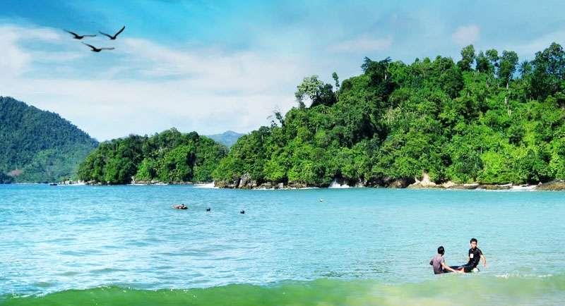 Pantai Karanggongso Watulimo