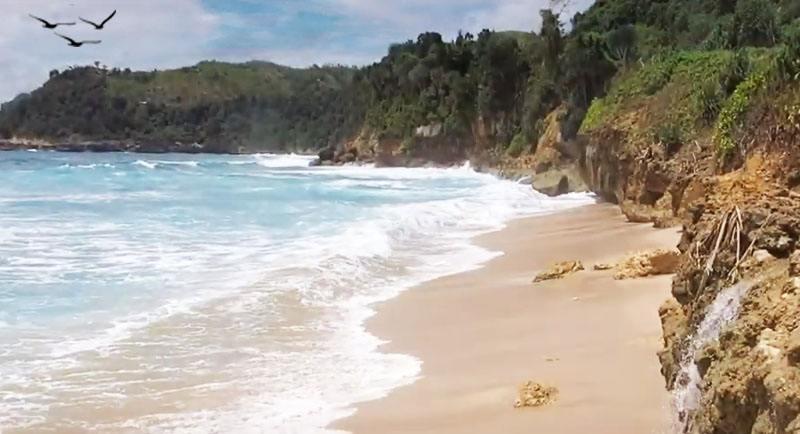 Pantai Pacar Yang Indah
