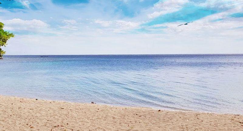 Pantai Pasir Kencana Pekaloingan