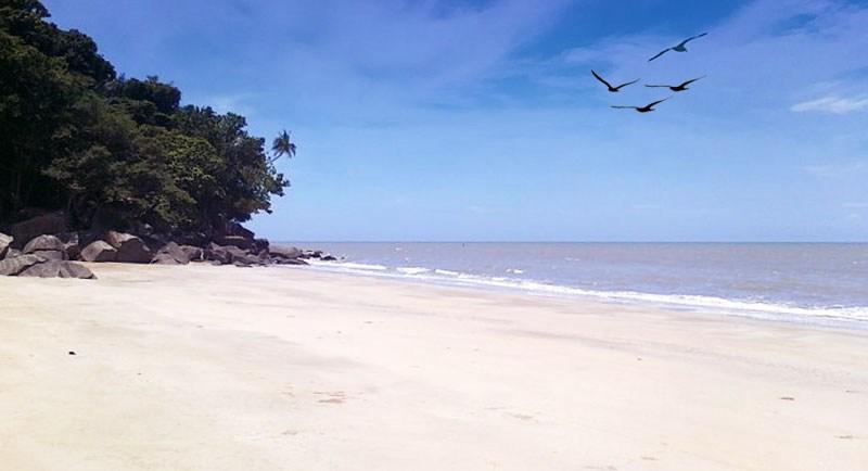Pantai Putri Serayi Jawai Kalimantan Barat