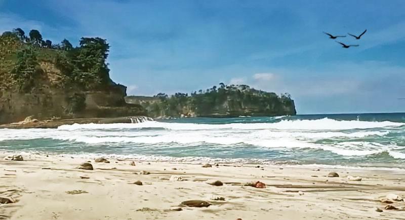 Pantai Sioro Tanggung Gunung