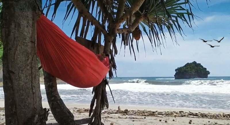 Pantai Sioro Tulung Agung