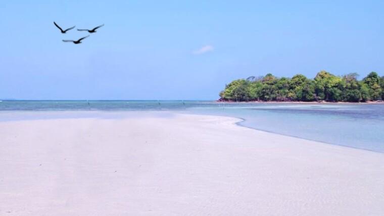 Pantai Tanjung Jabe Pulau Karimunjawa