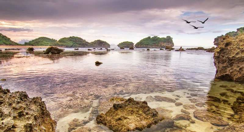 Pantai Watu Karung Pacitan Jawa Timur
