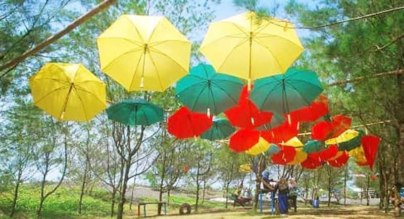 Payung Warna Warni Di Pantai Jetis Purworejo