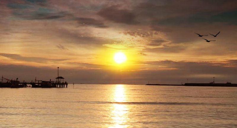 Sunset Di Pantai Balungan Indah