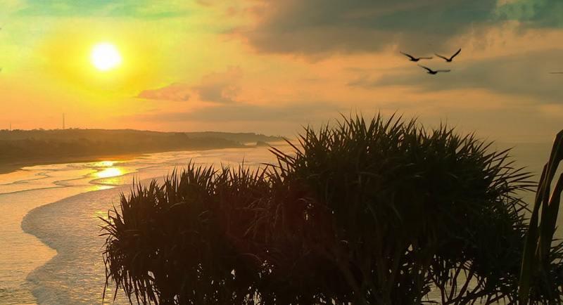 Sunset Di Pantai Karang Tawulan