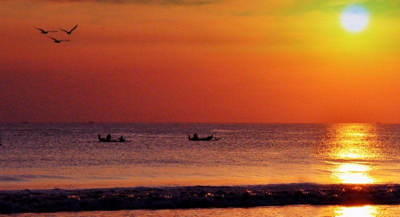 Sunset Di Pantai Larangan