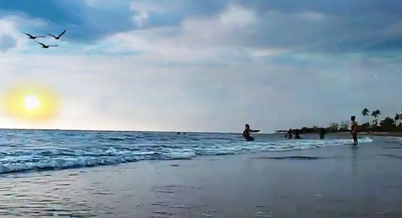Sunset Di Pantai Lombang Lombang