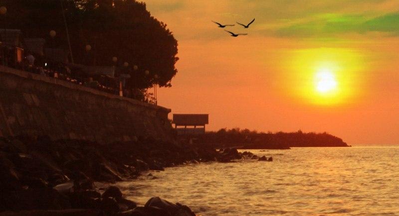 Sunset Di Pantai Malalayang