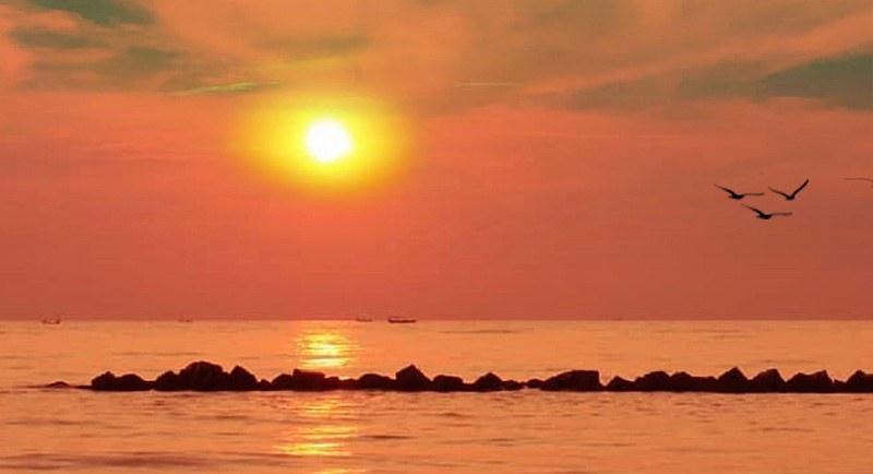 Sunset Di Pantai Tirtamaya