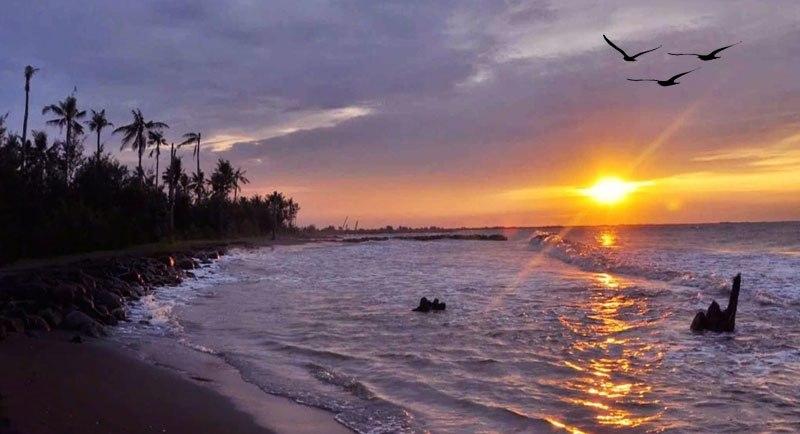 Sunset Di Pantai Wonokerto