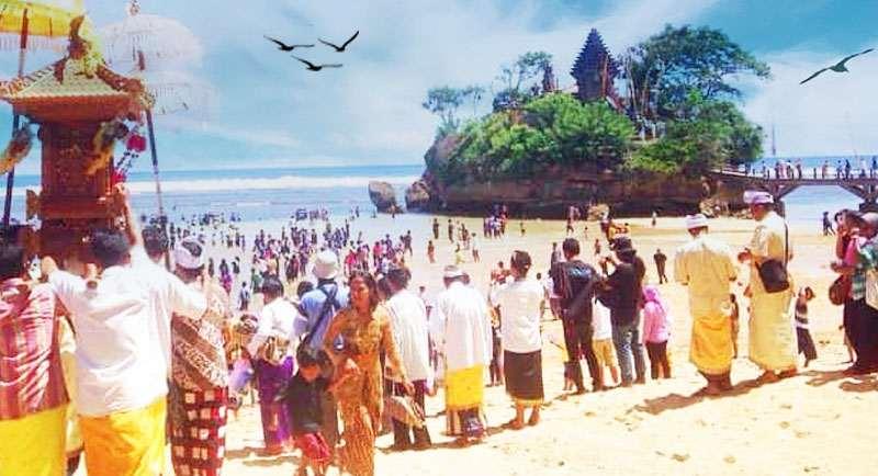 Wisata Pantai Balekambang Malang