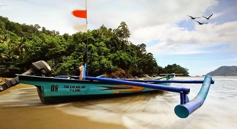 Wisata Pantai Bolu Bolu