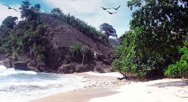 Wisata Pantai Godeg Tanggunggunung