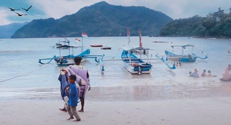 Wisata Pantai Karanggongso Trenggalek
