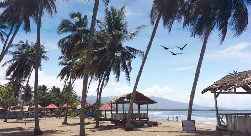 Wisata Pantai Lombang Lombang