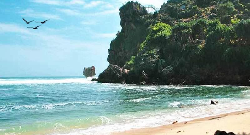 Wisata Pantai Nglambor