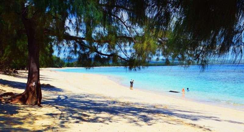 Wisata Pantai Puru Kambera
