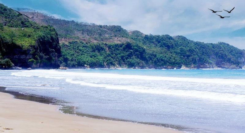 Wisata Pantai Sine