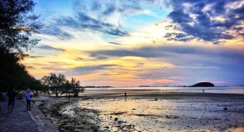 Obyek Wisata Pantai Tanjung Pendam