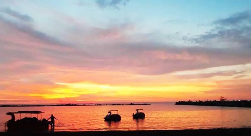 Pantai Akkarena Makassar