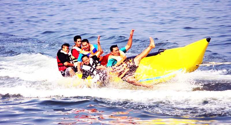Banana Boat Di Pantai Bintang Galesong