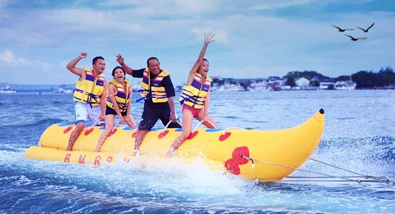 Banana Boat Di Pantai Kemala