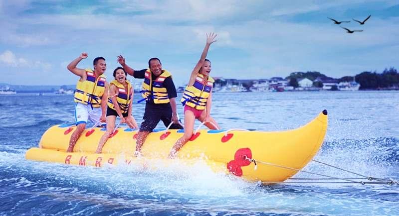 Banana Boat Di Pantai Mampie
