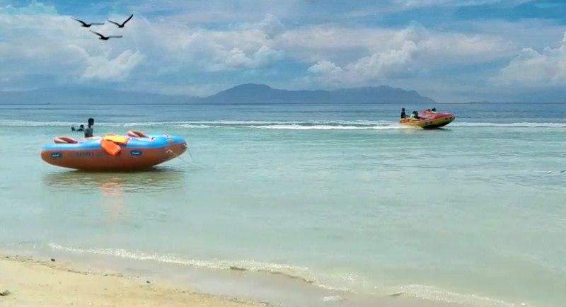 Banana Boat Di Pantai Toronipa