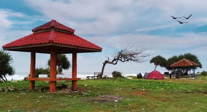 Campiing Di Pantai Sayang Heulang