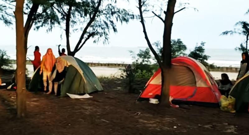 Camping Di Pantai Tuban
